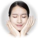 天然素材の除菌スプレーを顔に使用